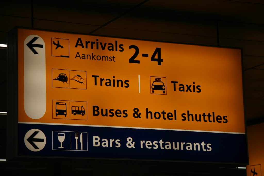 Schiphol Aankomst Elektrische Taxi